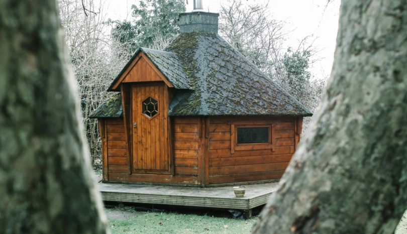 10 Reasons to Build a Log Cabin in Your Garden